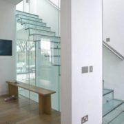 безрамное остекление лестницы