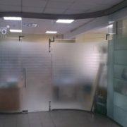 безрамное остекление офиса крезет стекло