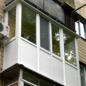 Французский балкон Одесса с сандвич панелью Виконт